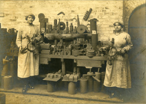 Image of women factory workers during WW1