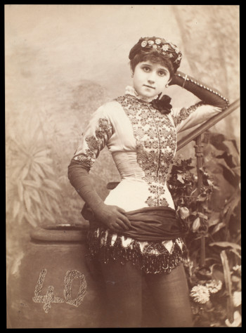 Photograph of Connie Gilchrist (1880) by Samuel Alex Walker.