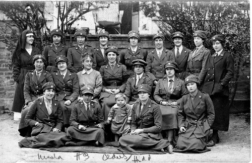 Du Sautoy and Blackwood with nursing colleagues and Victor at Vouziers, Feb 1920. Copyright the Royal College of Nursing, 2018.