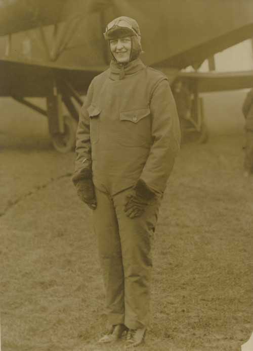 Flying Countess before a flight in 1918.