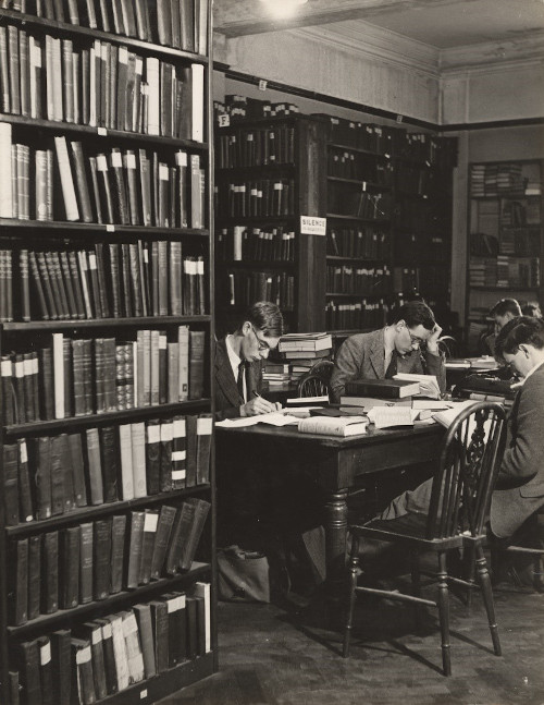 The Library at Breams Building, Chancery Lane, Birkbeck Image Collection.
